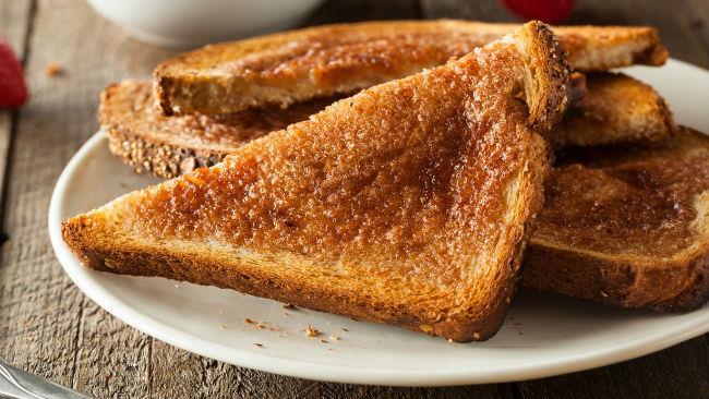 Gli sportivi a colazione devono preferire il pane tostato ai dolci