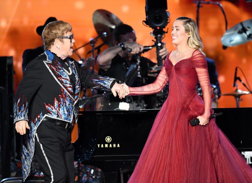 Elton John e Miley Cyrus ai Grammy