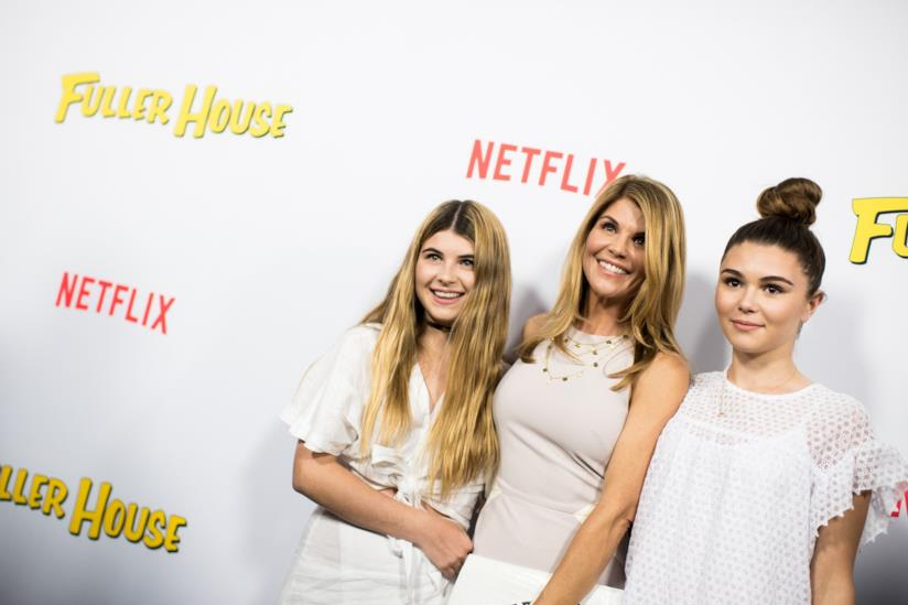 Lori Loughlin con le figlie a un evento