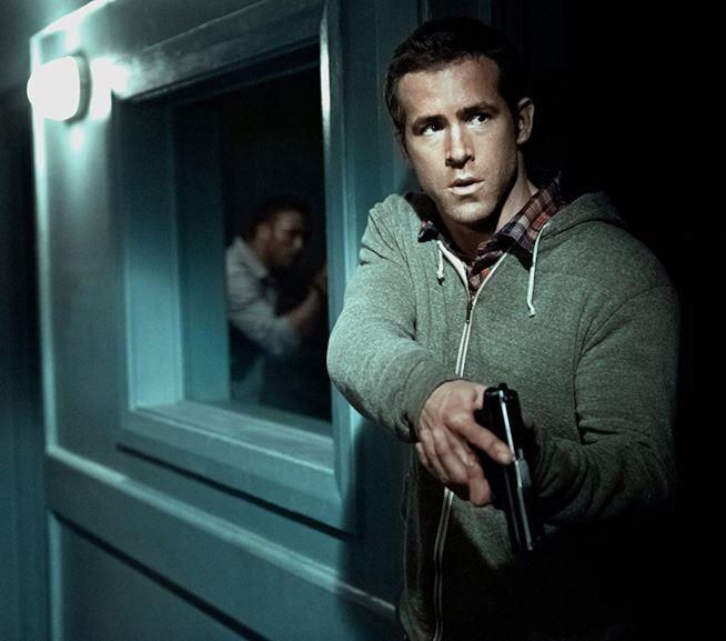 Ryan Reynolds e Denzel Washington in una scena di Safe House