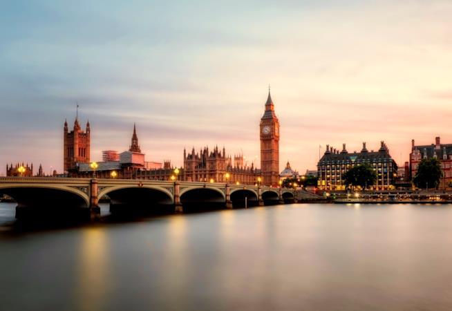 Scorcio di Londra, con il Tamigi e il Palazzo di Westminster