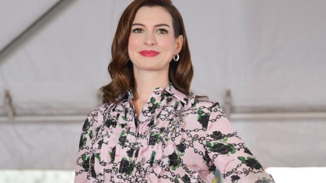 Anne Hathaway mostra la sua casa in California: è un rifugio ideale dal mondo