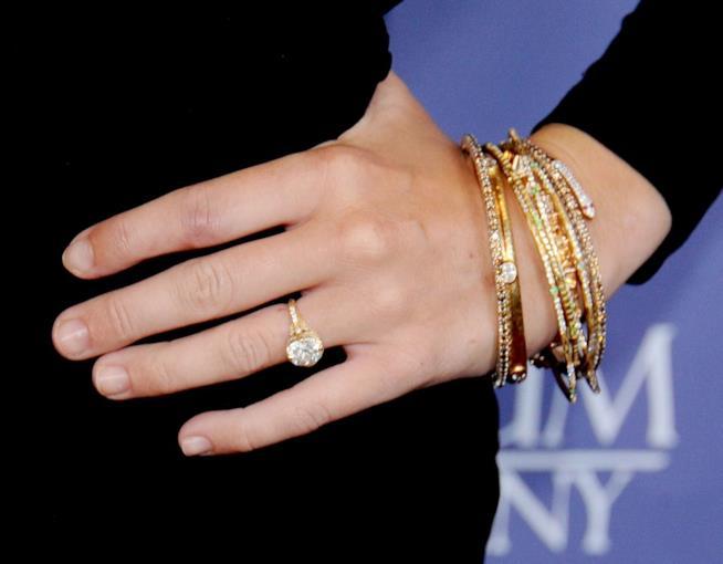 L'anello di fidanzamento di Miley Cyrus scelto per lei da Liam Hemsworth