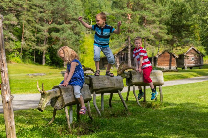 bambini giocano in un parco