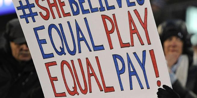 In Islanda la parità di stipendio tra un uomo e una donna è diventata legge.