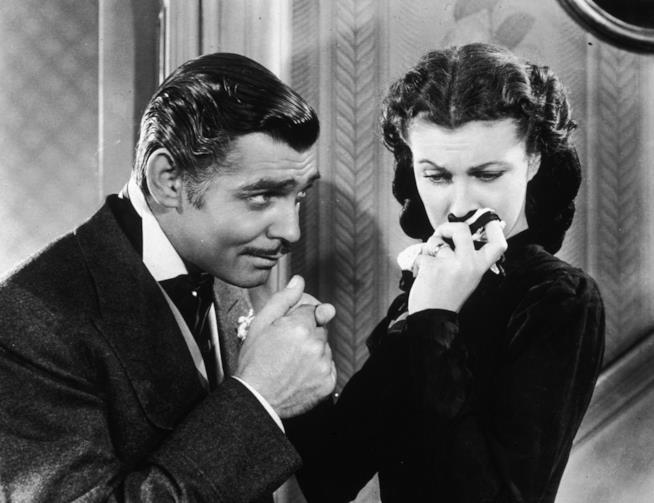 Vivien Leigh e Clark Gable in una scena di via col vento