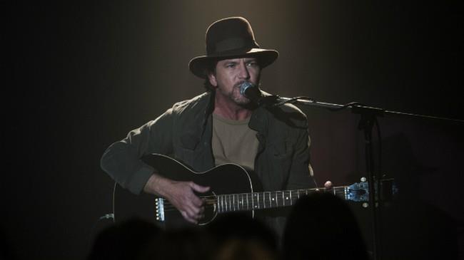 Eddie Vedder alla chitarra guest di Twin Peaks