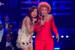 Ornella Vanoni fantastica a Sanremo in total red