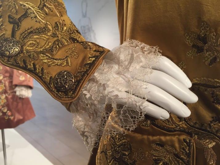 La manica ricamata nei costumi di Outlander.