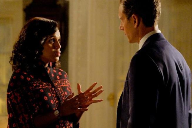 Kerry Washington e Tony Goldwyn in una scena di Scandal 6