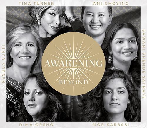 La copertina di Awakening beyond, con un cerchio e la scritta interna e le sei donne del progetto intorno