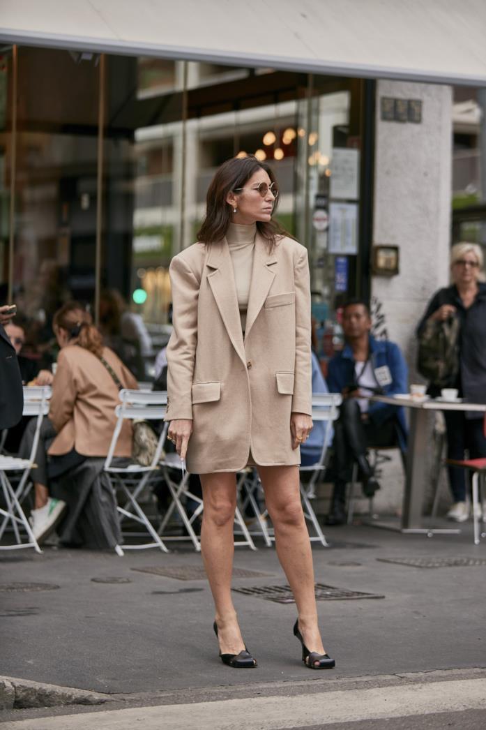 Blazer oversize beige dallo Street Style di Milano