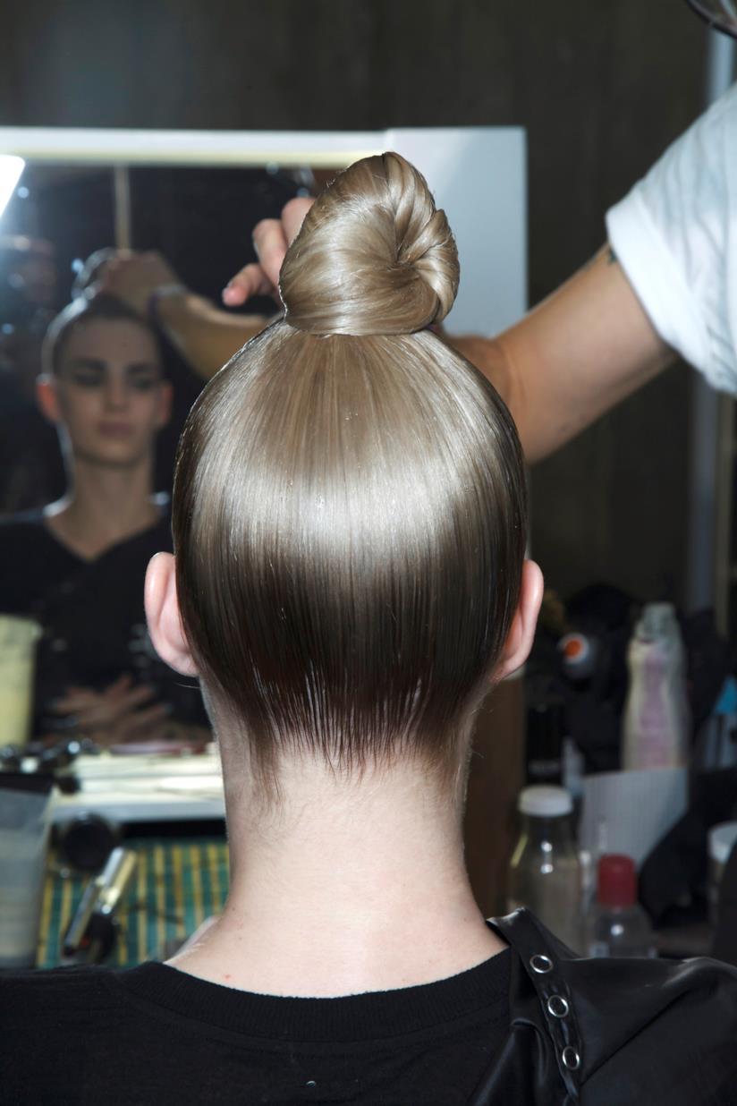 Hairstyle raccolto su modella