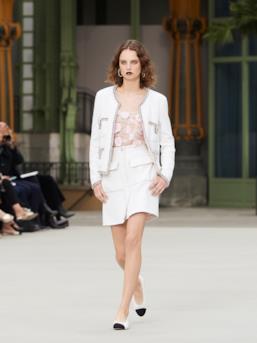 Sfilata CHANEL Collezione Donna Primavera Estate 2020 Parigi - CHANEL Resort PO RS20 0079
