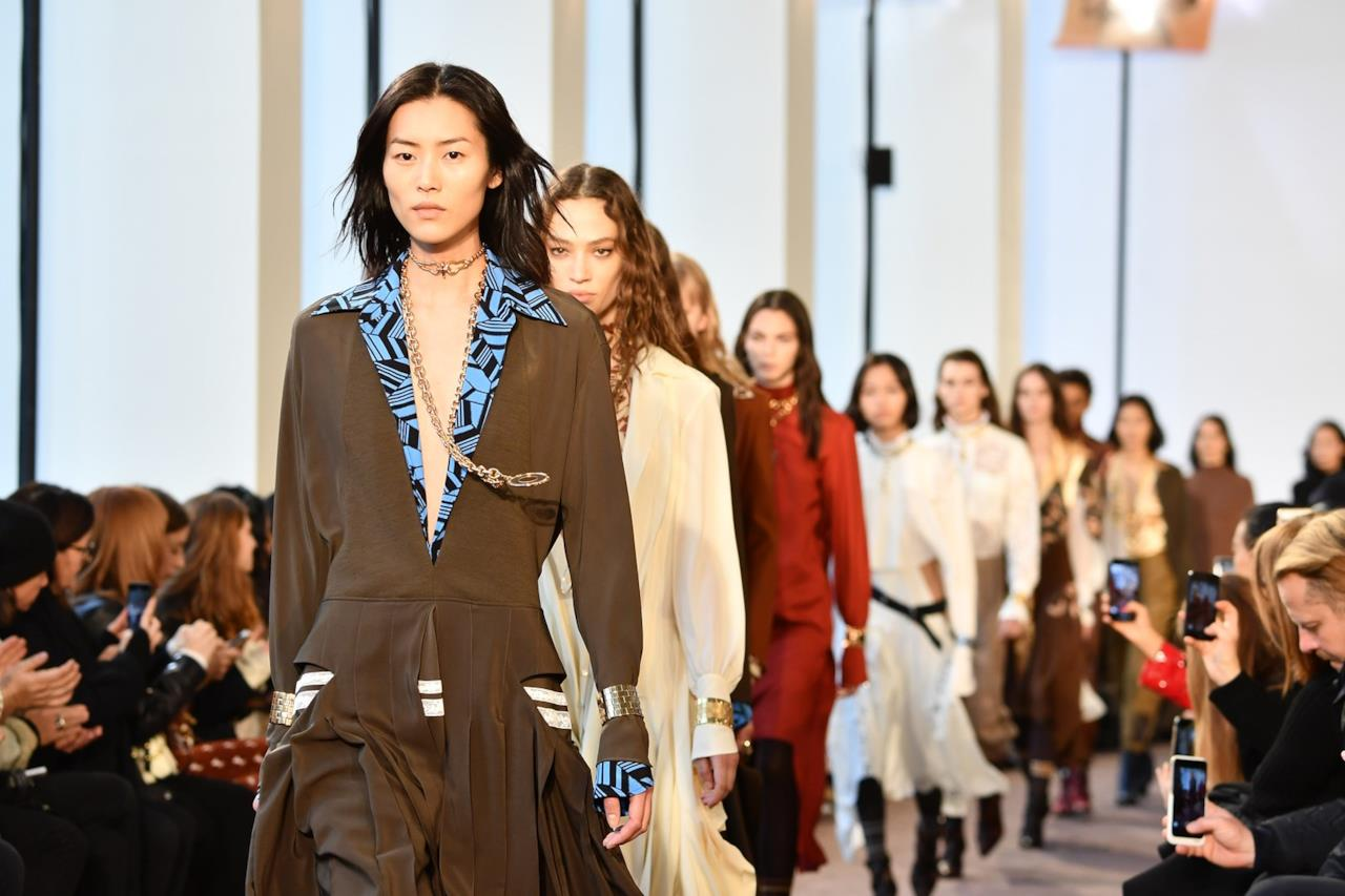 I Colori Moda Autunno Inverno 2018 19 Sui Vestiti E Gli Accessori