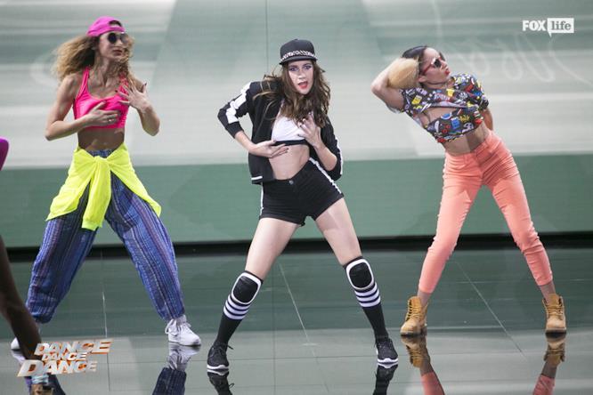 L'esibizione di Clara sul palco di Dance Dance Dance