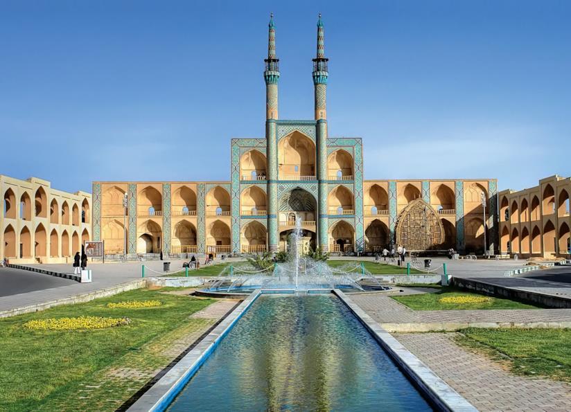 Piazza Amir Chakhmaq, con la sua moschea dalle stupende alcove