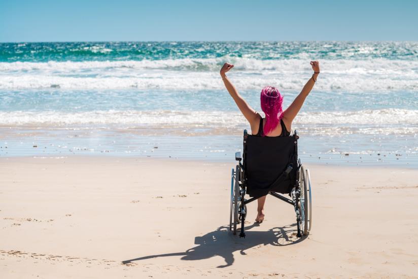 Andare in spiaggia in carrozzina: ecco le spiagge per disabili