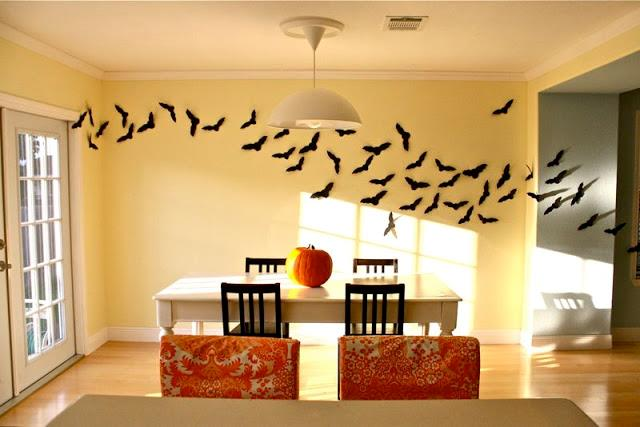 Pipistrelli appesi ad una parete
