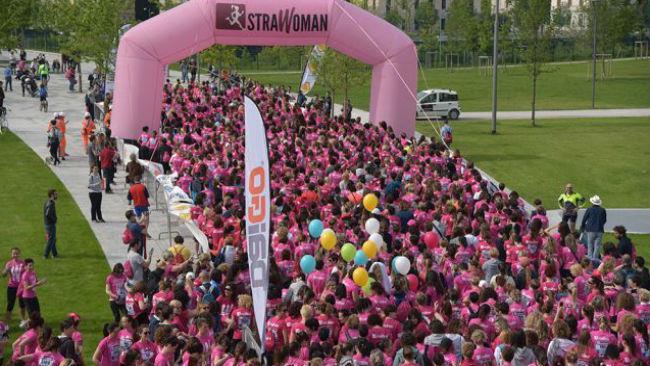 Un fiume rosa nel tour di StraWoman