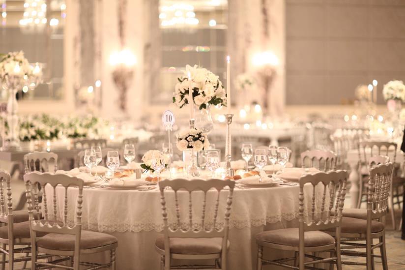 Tavolo rotondo con placée per sposa settembre