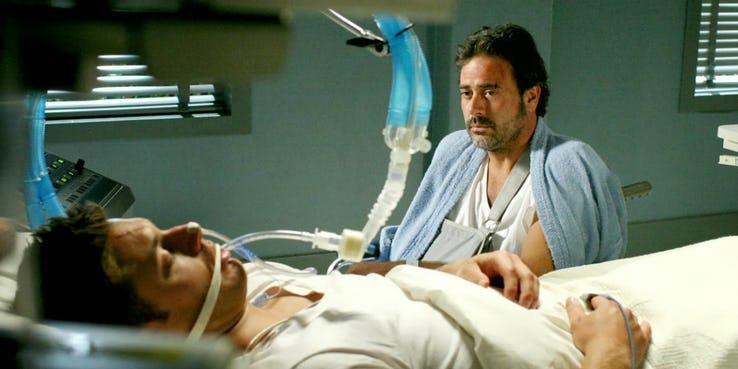 John Winchester in ospedale con uno dei suoi figli