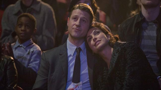 Morena Baccarin e Ben McKenzie in Gotham