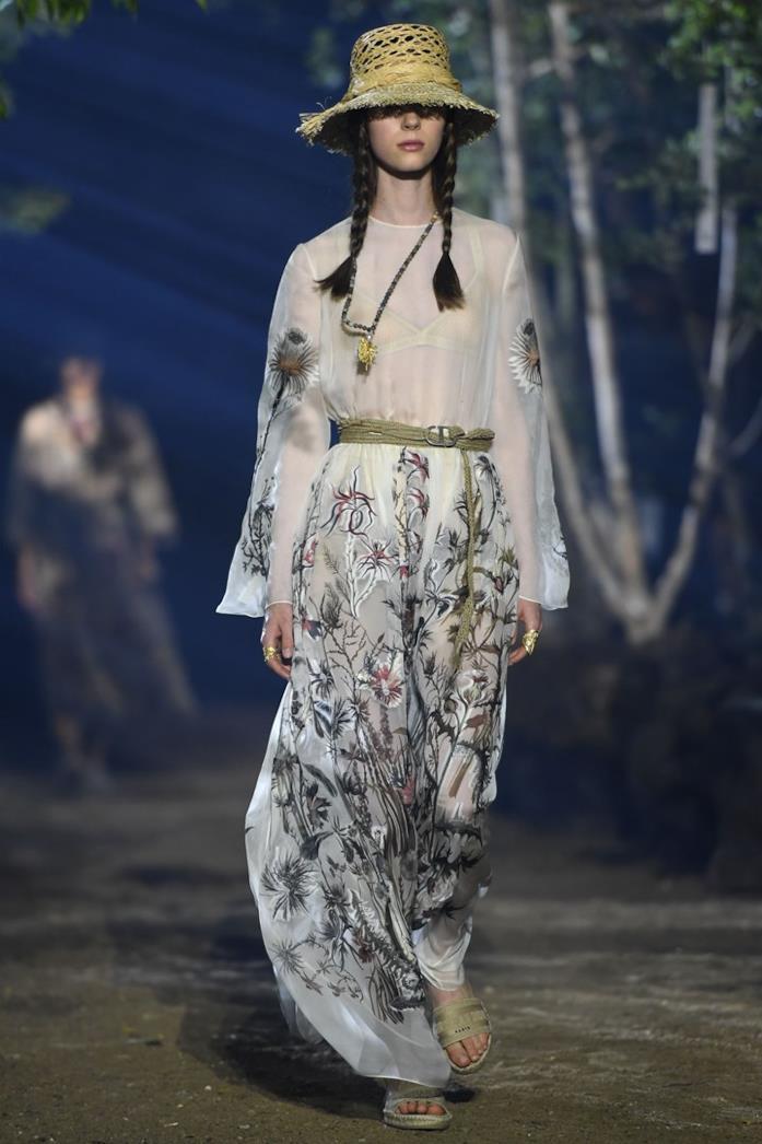 Un look della sfilata Dior