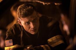 Buckley in un'immagine promozionale da 911