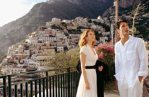 I protagonisti Diane Lane e Raoul Bova nel film Sotto il sole della Toscana