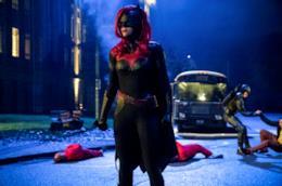 Greg Berlanti anticipa quando sarà ambientato Batwoman.