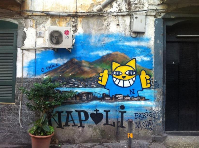 Un muro di Napoli con il gatto di Mr. Chat