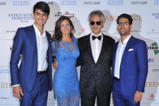 Celebrity Fight Night: Andrea Bocelli con moglie e figli