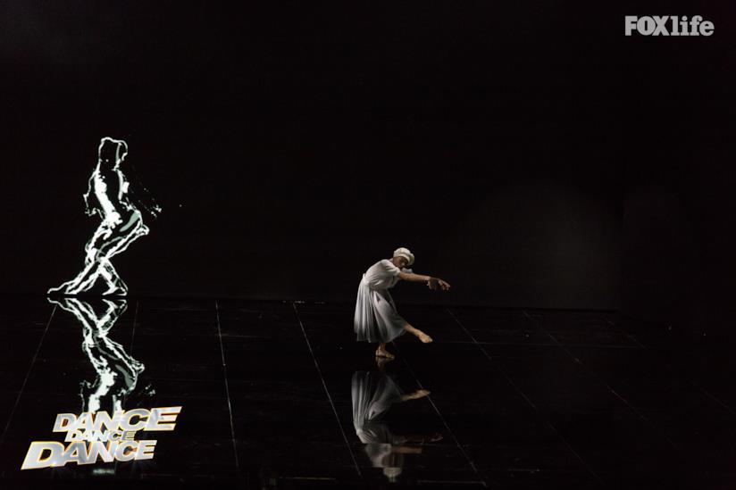 Giulia Provvedi si esibisce a Dance Dance Dance