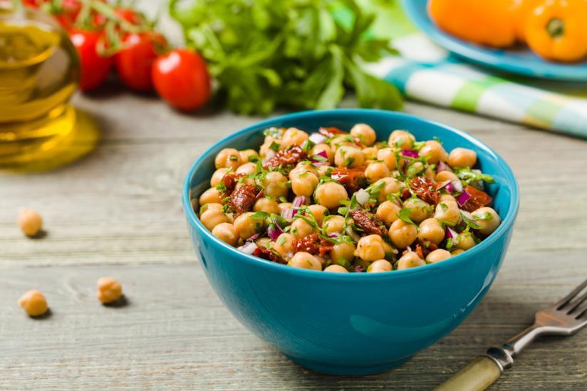 Ciotola con insalata di legumi