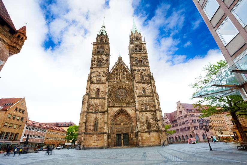 La splendide forme architettoniche della Lorenzkirche