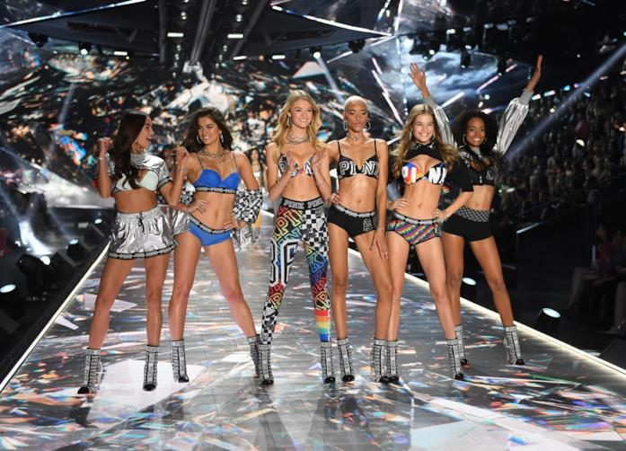 3ade8f2810 Getty Images Gli Angeli di Victoria's Secret alla sfilata