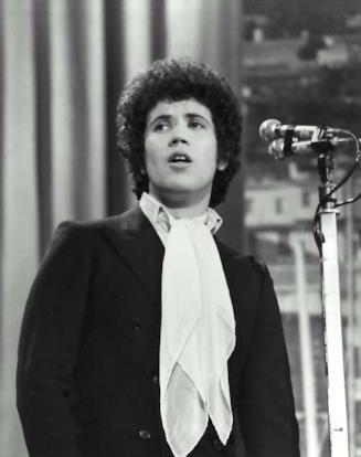 Un giovane Lucio Battisti a Sanremo nel 1969
