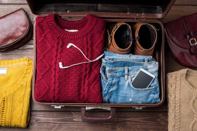 Una valigia pronta prima del viaggio