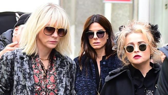 Helena Bonham Carter sul set di Ocean's Eight con Sandra Bullock e Cate Blanchett