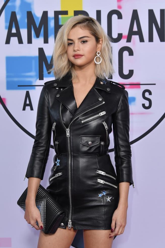 Selena Gomez sul red carpet degli AMA's