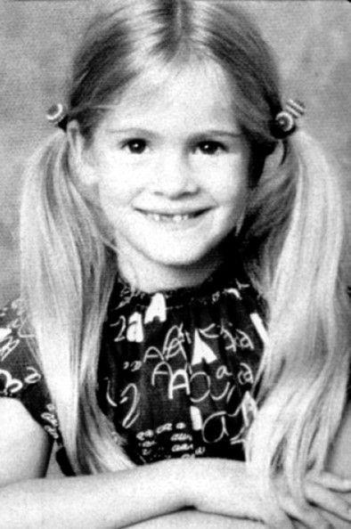 Un'immagine di Julia Roberts bambina, con i codini biondi, negli anni settanta