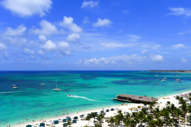 Caraibi spiaggia di Aruba.