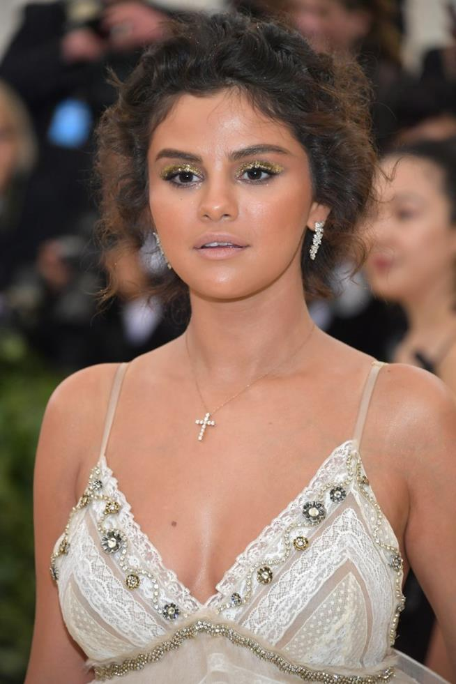 Selena Gomez sul red carpet del MET Gala 2018