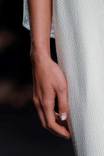 Nail art bianca