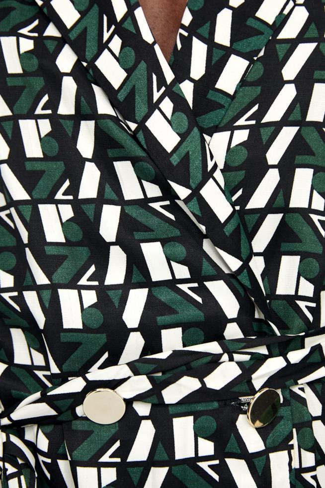 Dettagli vestito in viscosa con stampa a loghi Zara