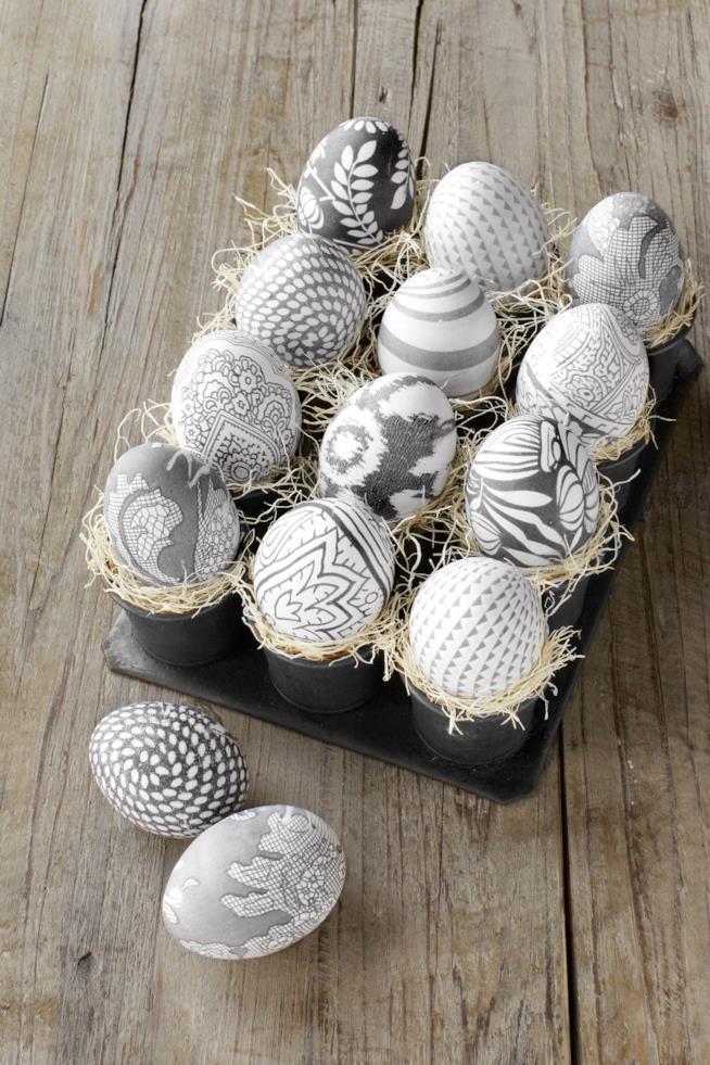 Uova abbellite con la seta