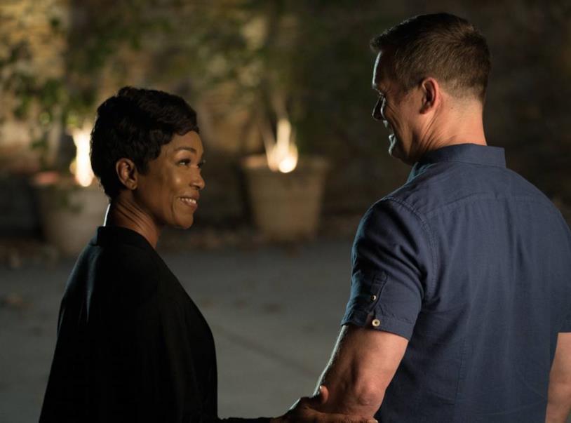 911: un'immagine di Athena e Bobby nella seconda stagione