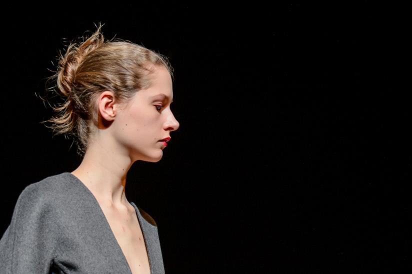 Pettinatura su capelli medi: un bun