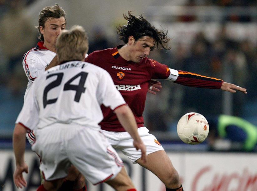 Marco Delvecchio in campo con la maglia della Roma